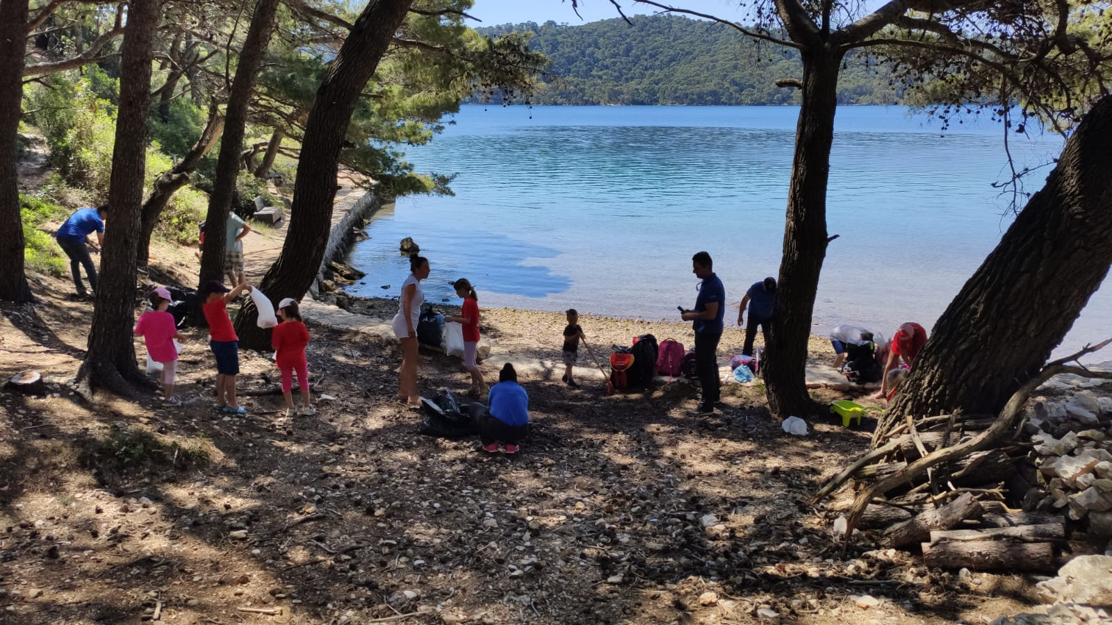 Read more about the article Akcija čišćenja plaže u uvali Vrbovačka